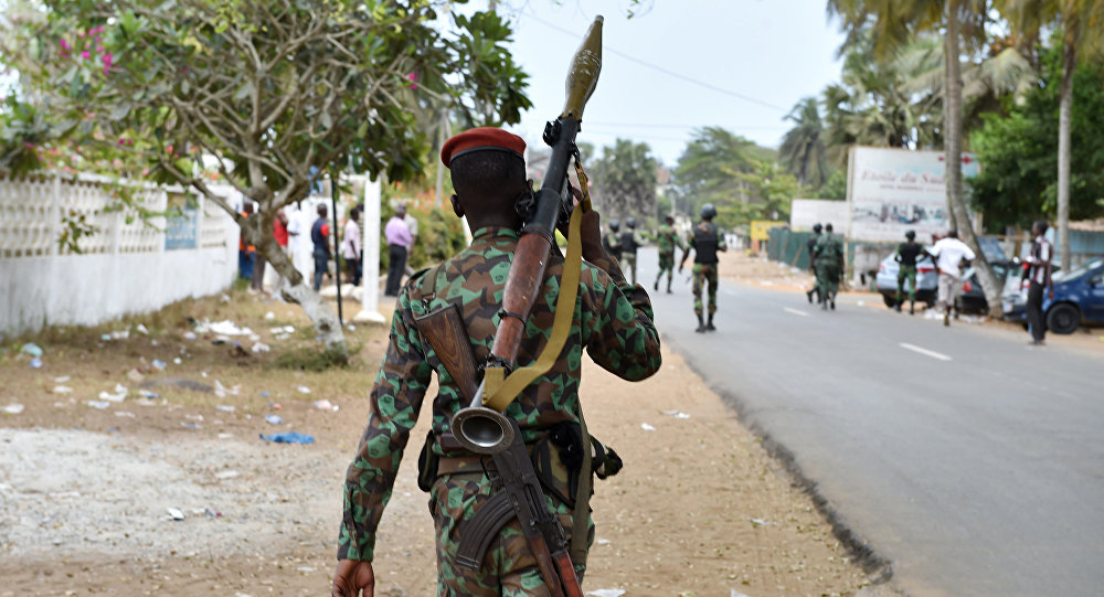 Côte d'Ivoire soldier on the move