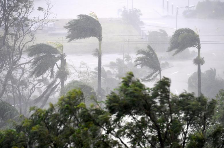 Cyclone Debbie causes havoc in Australia