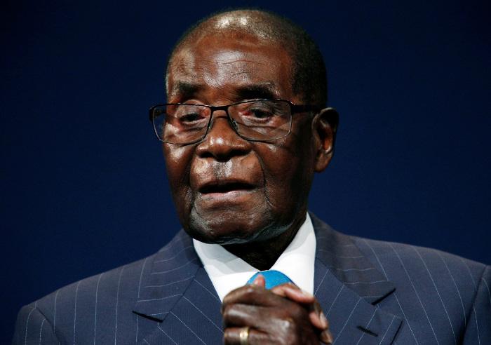 Mugabe goes to Singapore for medical checks