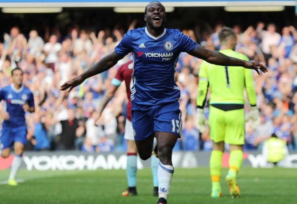 Victor Moses celebrating Chelsea victory